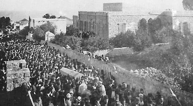 Deset tisuća ljudi, pripadnika svih religija, prisustvovalo je sprovodu.